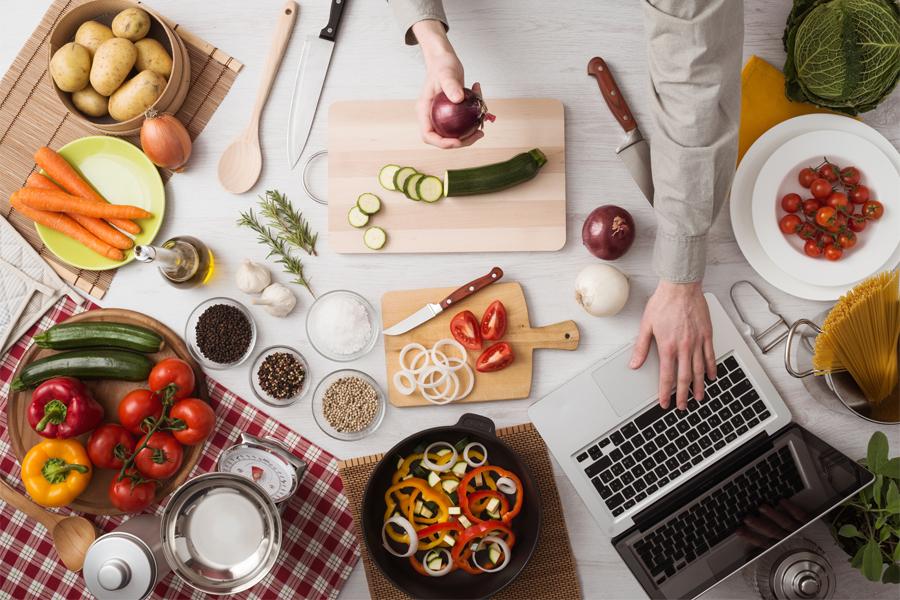 Come cambia il rapporto col cibo nell'era del digitale